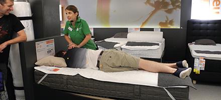 Ergotherapie- und Physiotherapie-Schlafworkshop in der IKEA